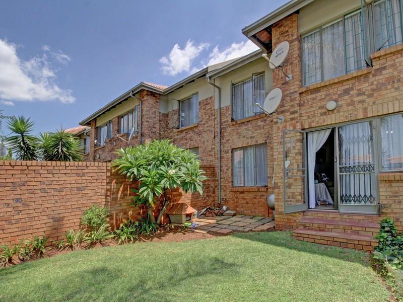 16 Properties and Homes For Sale in Faerie Glen, Pretoria